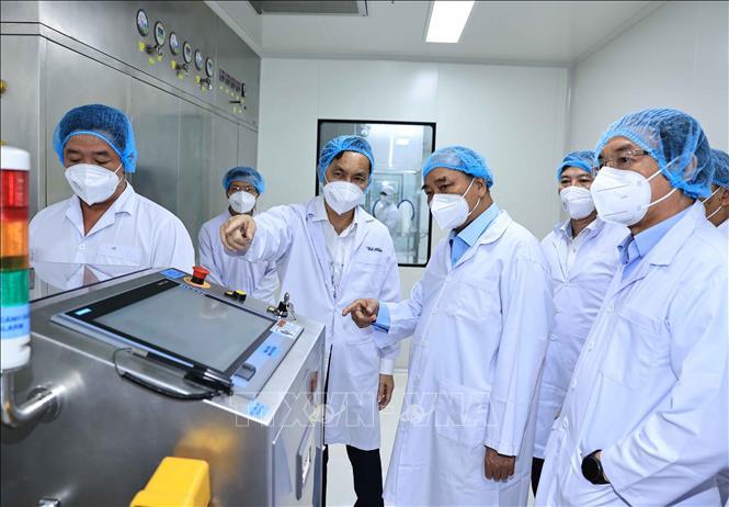 លោកប្រធានរដ្ឋ ង្វៀនស៊ន់ភុក អញ្ជើញទស្សនាកិច្ចនិងធ្វើការនៅក្រុមហ៊ុនភាគហ៊ុនបច្ចេកវិទ្យា ជីវសាស្រ្តឱសថ Nanogen
