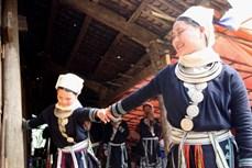 Giữ gìn nét đẹp trang phục dân tộc Dao tiền