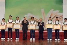 Lễ Tuyên dương học sinh đoạt giải Olympic quốc tế và học sinh xuất sắc nhất kỳ thi trung học phổ thông Quốc gia năm 2015