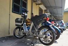 Hà Nội: Chập ắc quy khi sạc xe đạp điện, 2 cha con thoát chết