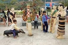 Quảng Nam: Điêu khắc gỗ Cơ Tu - Kho báu của làng