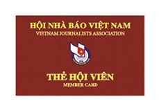 Trao thẻ hội viên Hội Nhà báo Việt Nam đợt 1 giai đoạn 2016 - 2021 cho lãnh đạo Hội Nhà báo Việt Nam qua các thời kỳ