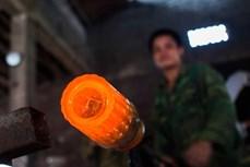 Nghề thổi thủy tinh làm cốc ở làng Xối Chì (Nam Định)