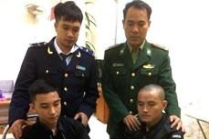 河静省边防公安逮捕非法运输毒品入境越南的两名疑犯