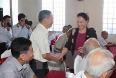 越南国会主席阮氏金银接待芹苴市选民