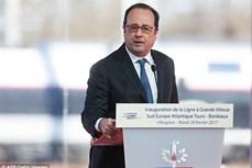 法国总统奥朗德开启东南业之旅首站抵达新加坡