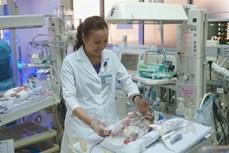 Giành lại sự sống cho bé sinh non nặng 900g bị tim bẩm sinh