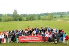 越南驻德大使馆举行德越高尔夫球友谊赛 近100名德国人和旅德越南人参赛