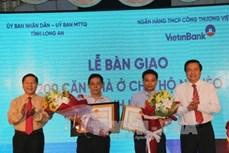 Hàng trăm hộ nghèo khó tỉnh Long An được tặng nhà ở