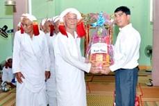 Thăm và chúc Tết Ramưwan đồng bào Chăm Hồi giáo