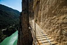 Dạo bước trên con đường nguy hiểm nhất thế giới
