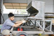 Anh Trần Văn Hảo làm giàu từ chế tạo máy nông nghiệp