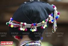 Người Lự và nét thời trang hiện đại trong trang phục truyền thống