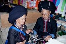 Vẻ đẹp trang phục phụ nữ Dao Khâu