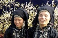 Nét hài hòa, tinh tế trong trang phục dân tộc Nùng