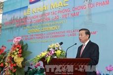 """题为""""柬—老—越公安部携手打击犯罪""""的展览会在河内举行"""