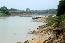Phú Thọ di dời khẩn cấp các hộ dân ra khỏi khu vực sạt lở bờ sông Chảy