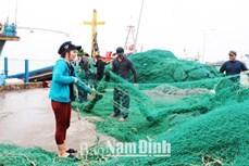 南定省渔民出海回来 收获满仓