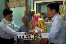 中央宣教部部长武文赏向广义省灾民赠送春节慰问品