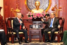 胡志明市领导会见美国国防部部长