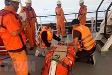巴地头顿省:一名突发呼吸衰竭的游客获得越南航海搜寻救难协调中心的紧急救助