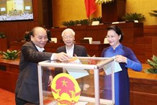越南第十四届国会第六次会议: 国会进行信任投票并讨论两部法案