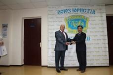 越南驻乌克兰大使荣获乌克兰国际律师协会的最高荣誉勋章