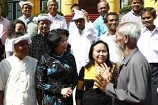越南国家副主席邓氏玉盛会见宁顺省少数民族先进模范代表团
