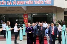 越南国会主席出席财政学院教师节庆祝活动