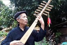Nghệ nhân chế tạo ra cây đàn tính 12 dây Dương Văn Thục say nghề