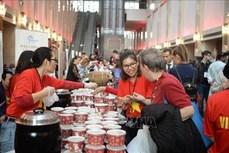 越南驻土耳其大使馆参加在土耳其的慈善义卖活动