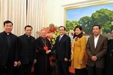 河内总教区总主教阮文仁向河内市委领导拜年