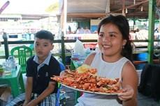 Sản vật biển tươi ngon hút du khách đến đảo Bình Ba (Khánh Hòa)