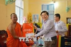 Thăm hỏi, chúc mừng nhân Tết cổ truyền của đồng bào Khmer