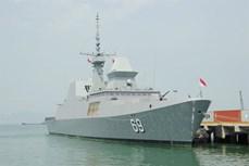 """新加坡""""刚毅号""""隐形护卫舰访问岘港市"""