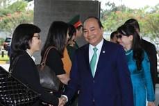 越南政府总理阮春福圆满结束对新加坡进行正式访问和出席第32届东盟峰会之行