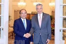 阮春福访问新加坡和出席第32届东盟峰会取得丰硕结果
