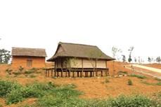 Lễ lên nhà mới của người Phù Lá ở Yên Bái
