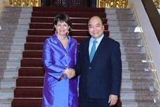政府总理阮春福会见瑞士环境、交通、能源和电信部部长