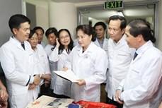 越南国会主席阮氏金银走访三号国家档案馆