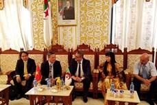 越南与阿尔及利亚麦迪亚省促进贸易与投资合作