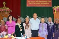 越南伤残军人和烈士日71周年:政府副总理张和平走访慰问各地英雄母亲
