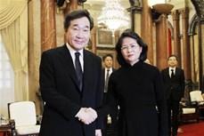 越南国家代主席邓氏玉盛会见韩国总理李洛渊