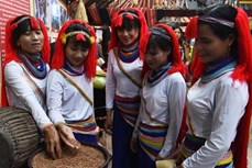 Vẻ đẹp trang phục dân tộc Cor