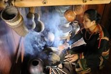 Về buôn Akô Dhông thưởng thức cà phê truyền thống của người Êđê