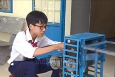Học sinh lớp 9 chế tạo máy chuốt lá dừa đạt hiệu quả cao