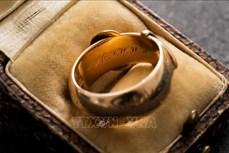 """Chiếc nhẫn vàng của đại văn hào Ireland """"tái xuất"""" sau gần 20 năm"""