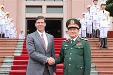 美国国防部部长埃斯珀对越南进行正式访问