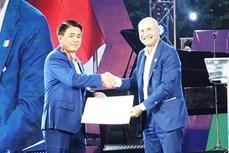 河内市人民委员会副主席荣获意大利的功绩勋章