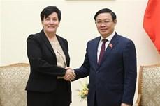 越南政府副总理王廷惠欢迎IFC购买越南商业银行的股份